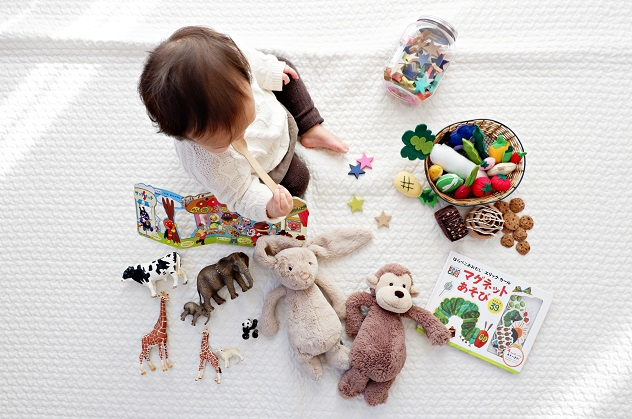 baby playing with toys - Unsplash free image